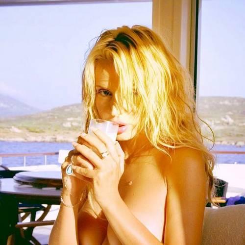 Valeria Marini in Topless Unknown Photoshoot - 12 novembre 2014_FV001