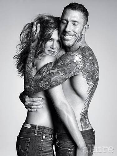 Jennifer Aniston | Topless Coperto su Allure - (Gennaio 2014)