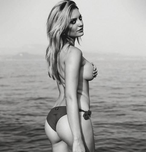Elena Morali: Topless e Lato B Esplosivo in Bikini, da Instagram