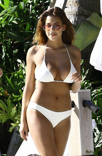 Devin Brugman in Bikini a Miami (07 Febbraio)