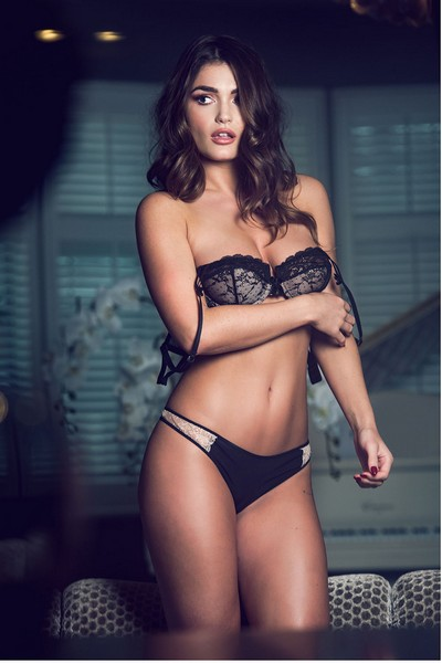 Lingerie Topless 49