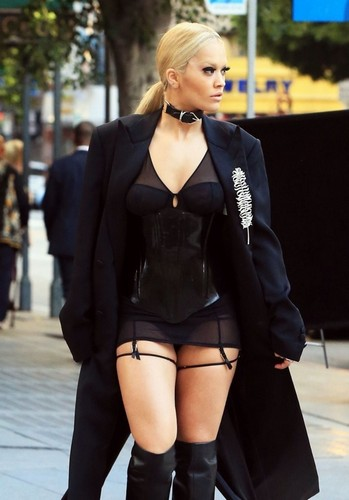 Rita Ora : Sexy Photoshoot Candids in Los Angeles - 01 aprile