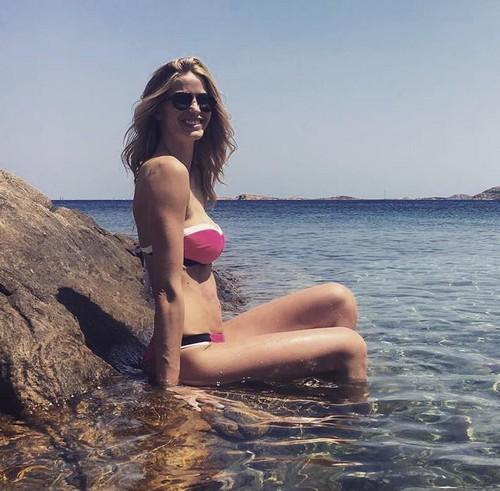 Elena Santarelli in Bikini in Sardegna 24/06/2016
