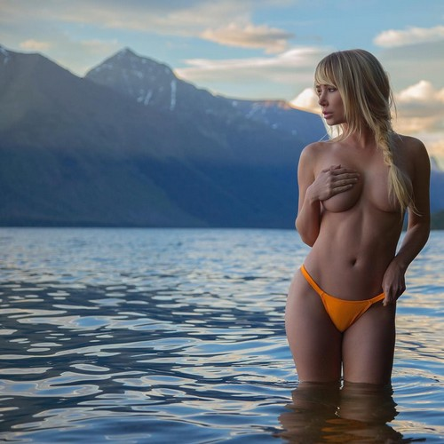 Sara Jean Underwood in Topless : Nuovi Scatti by Steve Bitanga