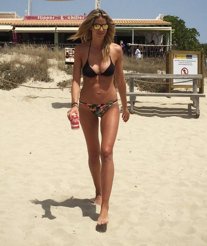 Elena Santarelli in Bikini a Formentera 20/07/2016