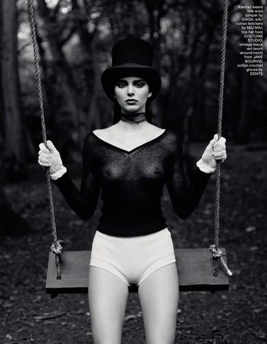 Kendall Jenner : Trasparenze in Topless su Love Magazine - Fall/Winter 2016