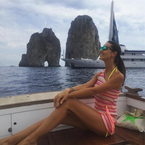 Laura Barriales : Gambe da Urlo in Barca a Capri 26/07/2016