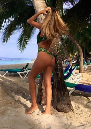 Melissa Castagnoli : Lato B da Urlo in Bikini dalla Repubblica Dominicana 31/07/2016