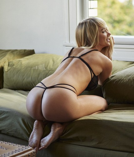 "Sara Jean Underwood in Lingerie : ""Hotel Ma Cherie"" Photoshoot Luglio 2016"