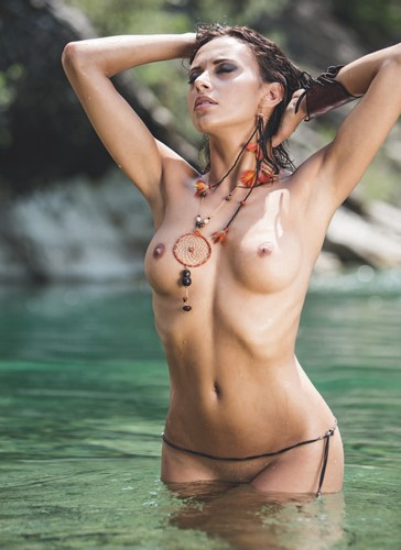Francesca Lukasik Completamente Nuda :Calendario 2016 BFT Burzoni