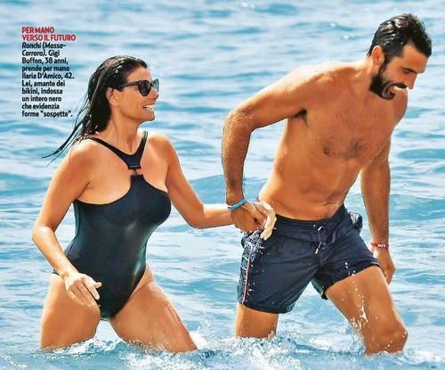 Ilaria D'Amico in Bikini in Versilia Paparazzata da Gente - Agosto 2016