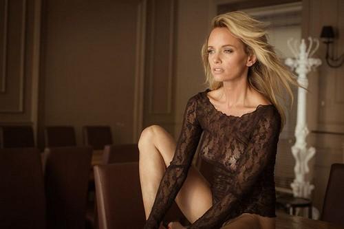 Justine Mattera  : Trasparenze Mozzafiato in Topless da Servizio Fotografico Sconosciuto