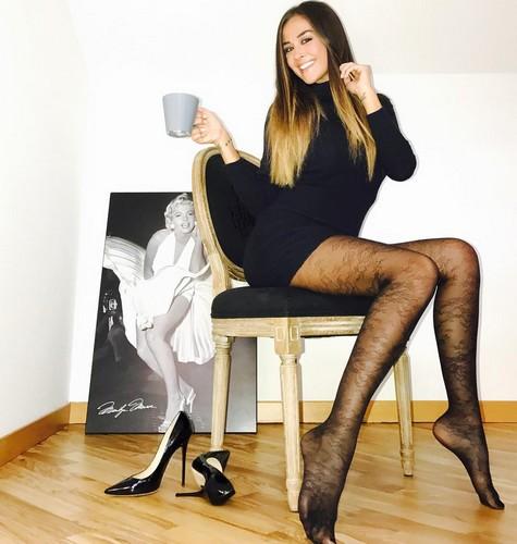 Giorgia Palmas in Collant - Gambe da Favola in un Servizio Fotografico Sconusciuto