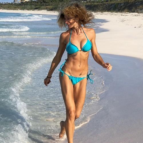 Maddalena Corvaglia in Bikini alle Bahamas - 15/11/2016