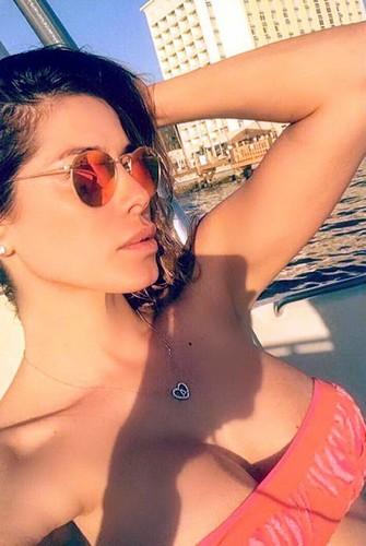 Aida Yespica : Seno Esplosivo in Bikini dalle Bahamas
