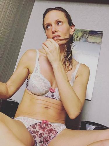 Justine Mattera in Lingerie : Selfie, 28 dicembre 2016