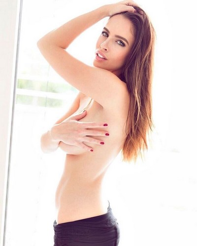 Lucia Javorcekova in Lingerie e in Topless, Servizio Fotografico da Instagram
