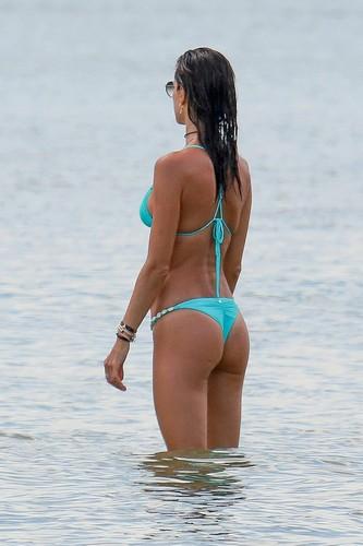 Alessandra Ambrosio in Bikini : Paparazzata in Brasile, 11 gennaio 2017