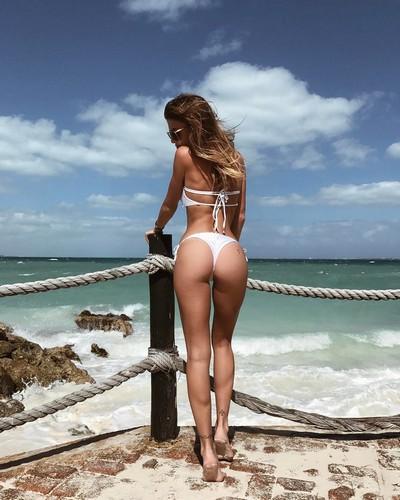Chiara Nasti : Lato B da Urlo in Bikini Bianco - 27 gennaio 2017