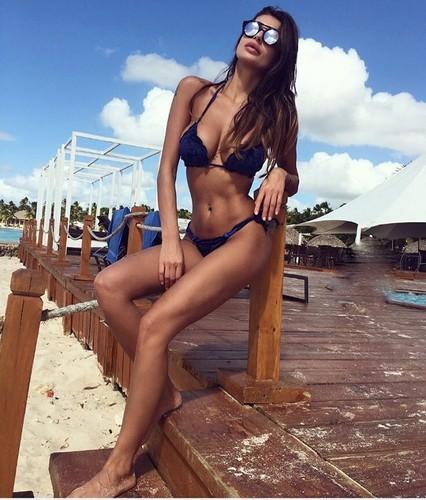 Cristina Buccino in Bikini dalla Repubblica Dominicana, 11 gennaio 2017