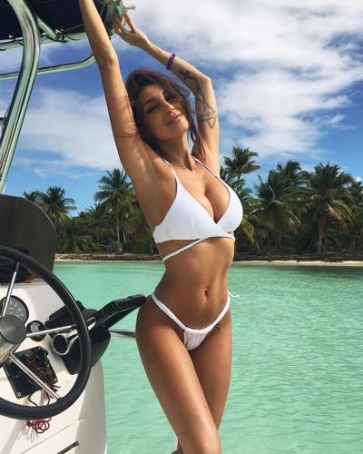 Cristina Buccino in Bikini Bianco dalla Repubblica Dominicana, 13 gennaio 2017