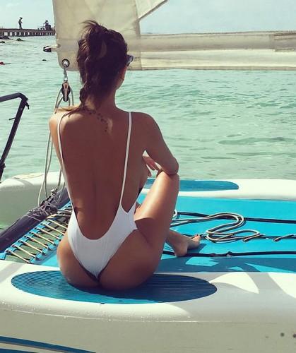 Cristina Buccino : Lato B da Favola in Swimsuit dalla Repubblica Dominicana, 09 gennaio 2017