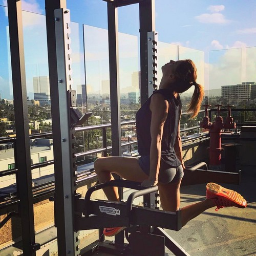 Elisabetta Canalis : Lato B da Urlo in Micro Shorts, 13 gennaio 2017