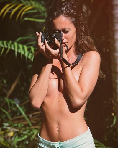 Gracia de Torres in Topless e Bikini dal Backstage, Miami, 20 gennaio 2017