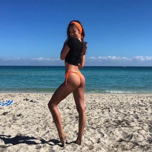 Gracia de Torres : Lato B da Favola in un Nuovo Scatto in Bikini da Miami - 28 gennaio 2017