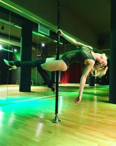Justine Mattera : Sexy Pole Dance in Palestra, 23 gennaio 2017