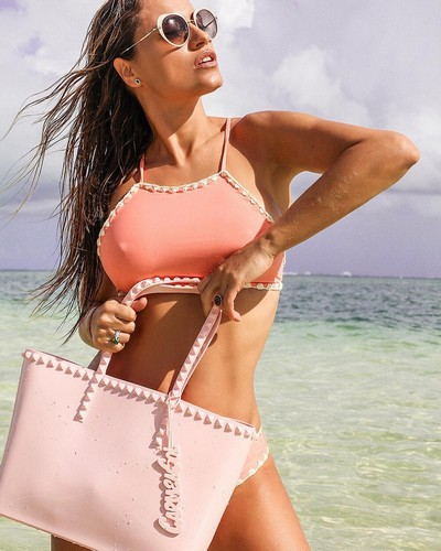 Lola Ponce in Bikini : Photoshoot alle Isole Cayman, 09 gennaio 2017