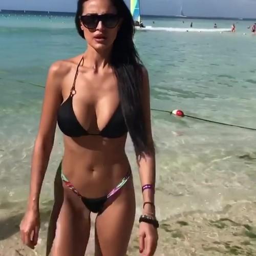 Maria Teresa Buccino in Micro Bikini dalla Repubblica Dominicana, 14 gennaio 2017