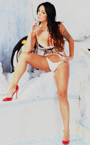 Marika Fruscio in Bikini : Lato B e Seno Esplosivo in un Servizio Fotografico Sconosciuto
