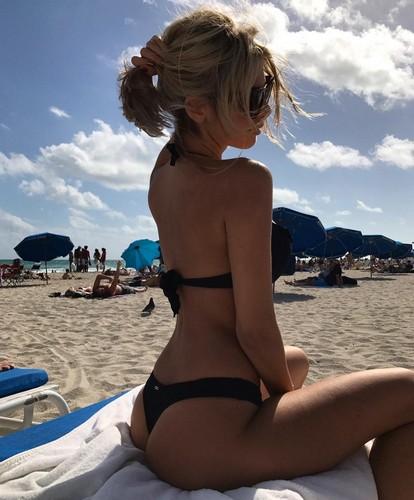 Melissa Castagnoli in Bikini a Miami, 02 gennaio 2016