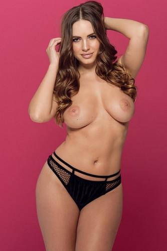 Sabine Jemeljanova : Topless e Lingerie Photoshoot su Page 3, 13 gennaio 2017