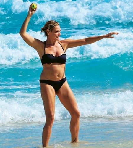 Simona Ventura in Bikini : Paparazzata a Miami da Chi, Gennaio 2017
