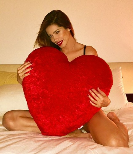 Aida Yespica in lingerie a San Valentino