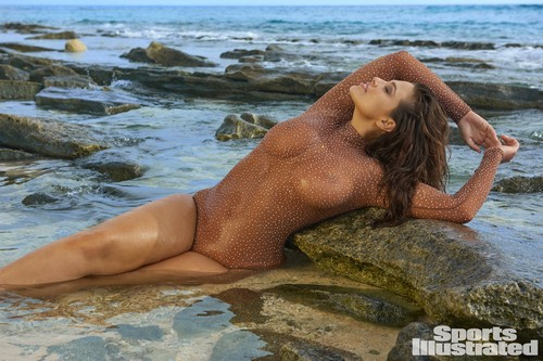Ashley Graham in topless e bikini : Sports Illustrated 2017