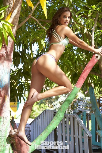Barbara Palvin in topless e bikini : Sports Illustrated 2017