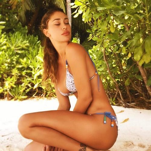 Belen Rodriguez in bikini alle Maldive