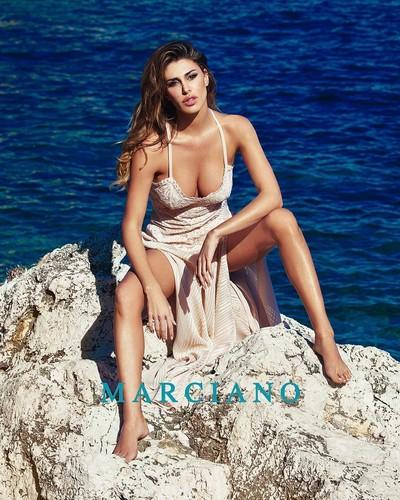 Belen Rodriguez : Sexy testimonial Marciano 2017