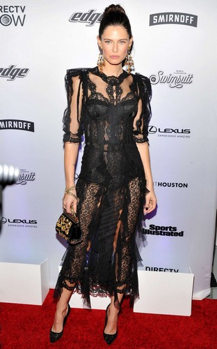 Bianca Balti : Trasparenze ad evento Sports Illustrated