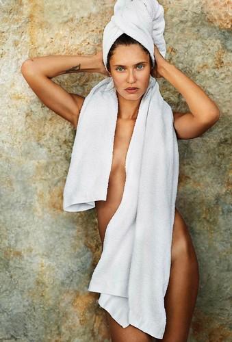 Bianca Balti nuda per Mario Testino