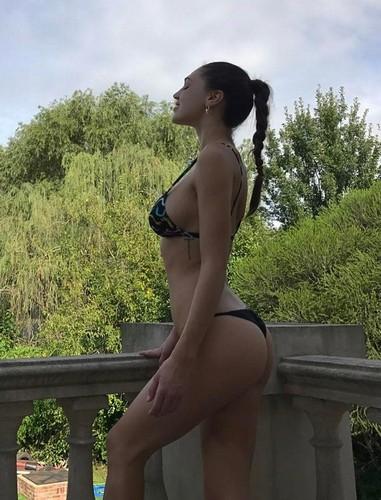 Cecilia Rodriguez : Lato B da urlo in bikini