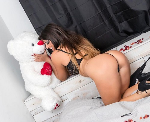 Claudia Romani in lingerie in un servizio fotografico