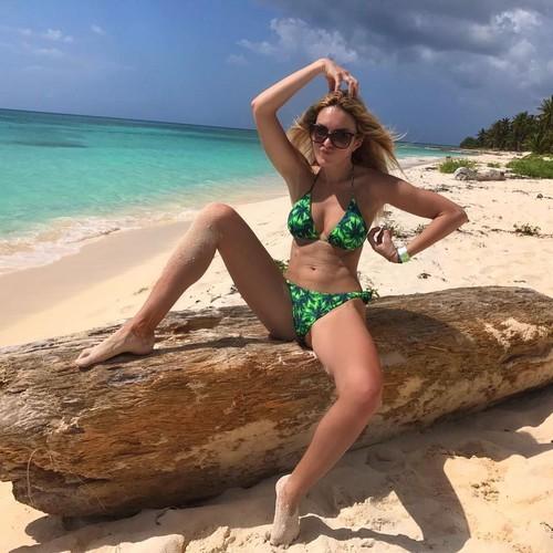 Elena Morali in bikini alle Bahamas