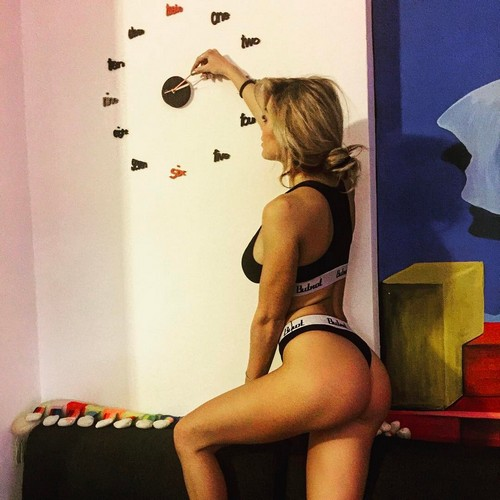Elena Morali : Lato B da urlo in intimo - 05 febbraio 2017