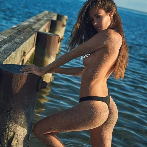 Gracia de Torres : Lato B e topless in un servizio fotografico