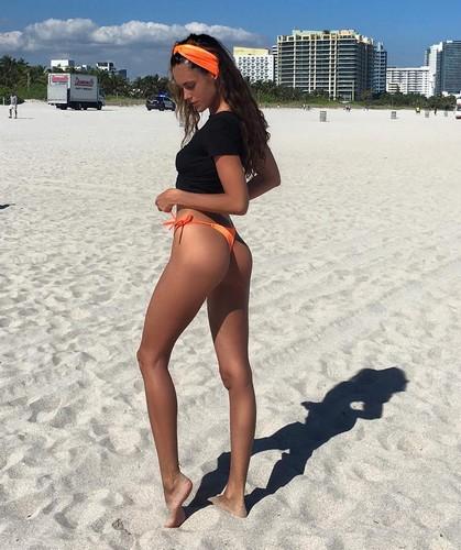 Gracia de Torres : Lato B da favola in bikini a Miami