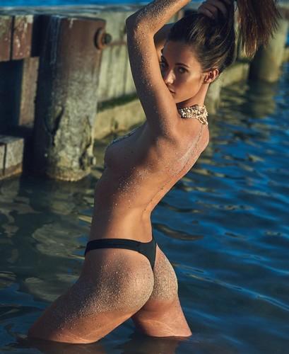 Gracia de Torres : Lato B in bikini e topless da servizio fotografico